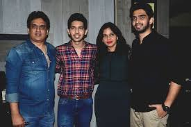 Amaal Mallik Family Wife Son Daughter Father Mother Age Height Biography Profile Wedding Photos