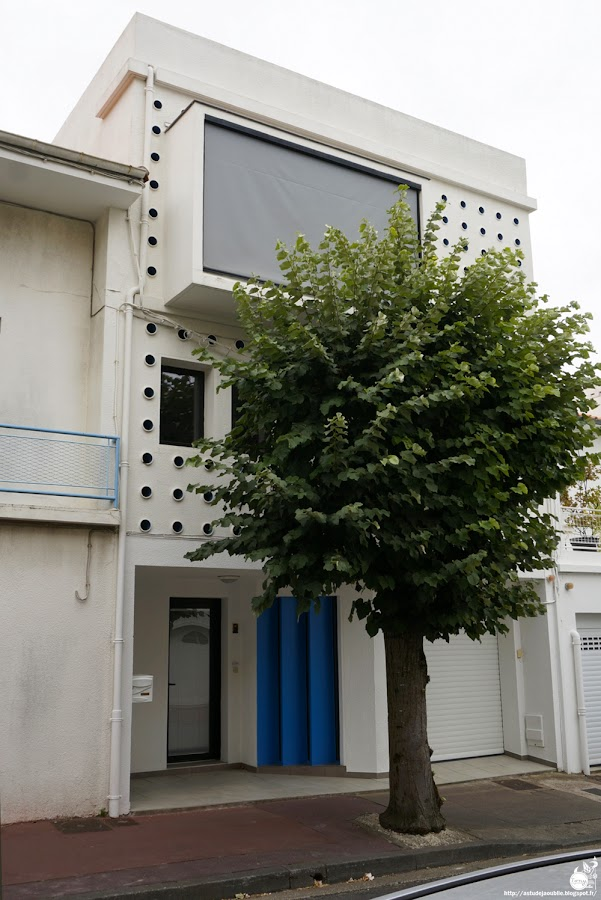 Royan - Maison avenue des Tilleuls  Architectes: Pierre Marmouget, Edouard Pinet  Projet / Construction: 1953 - 1958  Infos: Guide Architectural Royan 1950, Antonie-Marie Préaut