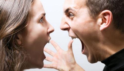 Tidak ingin mendengar perkataan orang (tidak ingin terlihat bodoh)