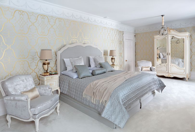 Bedroom : The House in the English Style