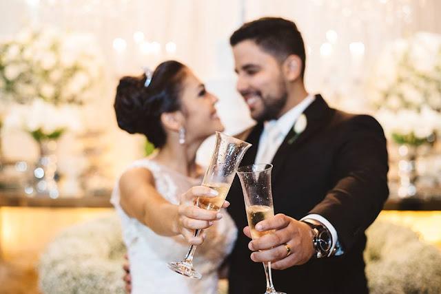 casamento real, rafaela e lucas, doces, sala de doces, forminhas para doces, mesa do bolo, topo de bolo, lustre, brinde