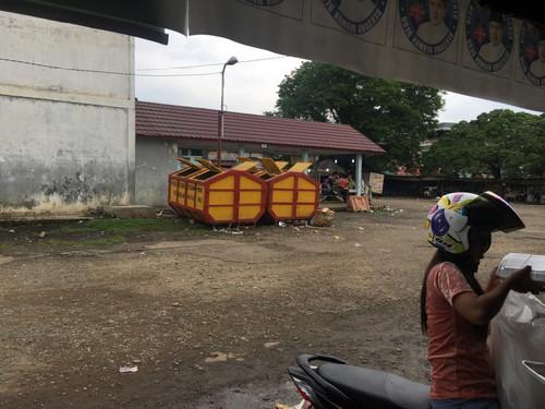 Warga Sekitar Terminal Pendopo Keluhkan Keberadaan Box Sampah