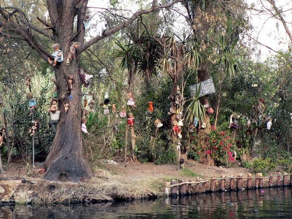 Isla de Las Munecas The Island of The Dolls