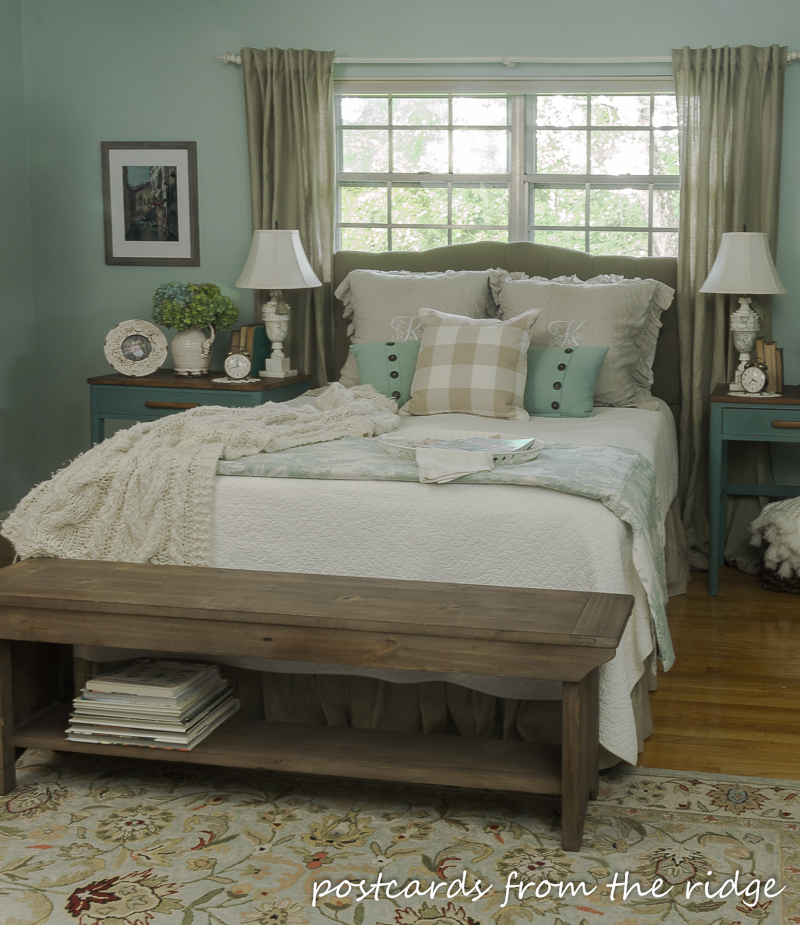 9 simple ways to add farmhouse charm to any bedroom for Farmhouse bedroom decor
