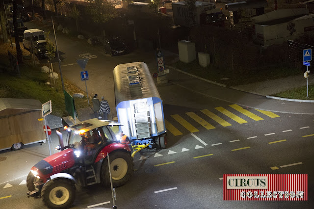 un tracteur Hurliman tire une roulotte