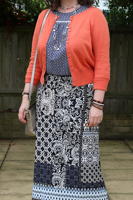 How to style your maxi skirt for Autumn, Pattern Mixing | Petite Silver Vixen