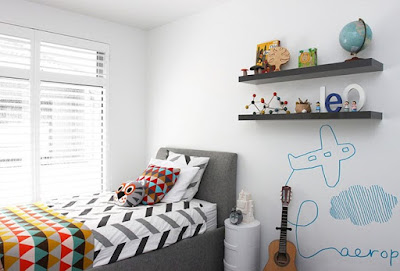 dekorasi apik kamar tidur anak laki-laki yang bersih dan simple