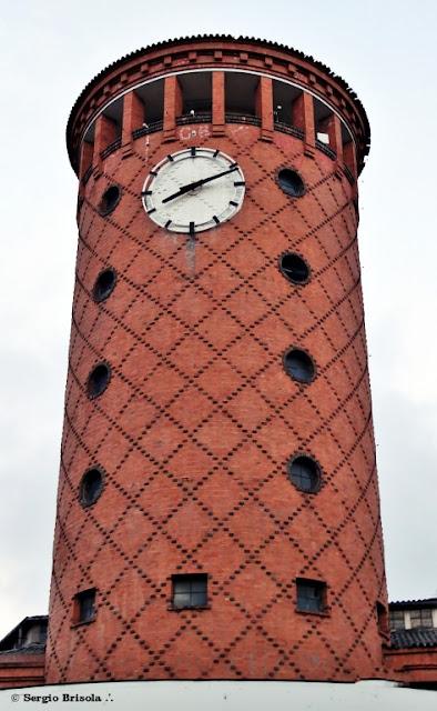 Close-up da Torre da Mesbla Veículos - Cambuci - São Paulo