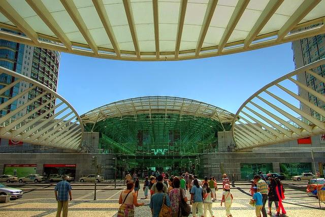 A notícia da semana em Portugal foram os distúrbios causados na terça-feira  por centenas de jovens no Centro Comercial Vasco da Gama 96327901b4938
