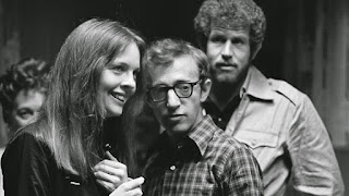 Woody Allen, junto a Diane Keaton, Tony Roberts (Annie Hall , 1977)