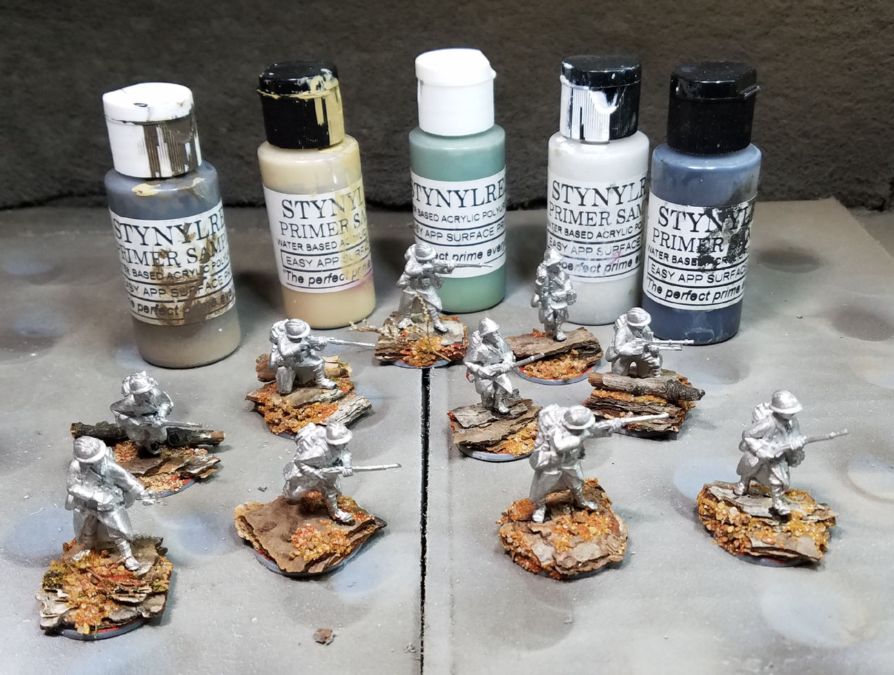 Painting miniatures color master primer - Since They Will Have To Match All The Other Previously Painted Figures The Colors Used Would Be Very Simple The Idea Is Only To Establish Where The Lights