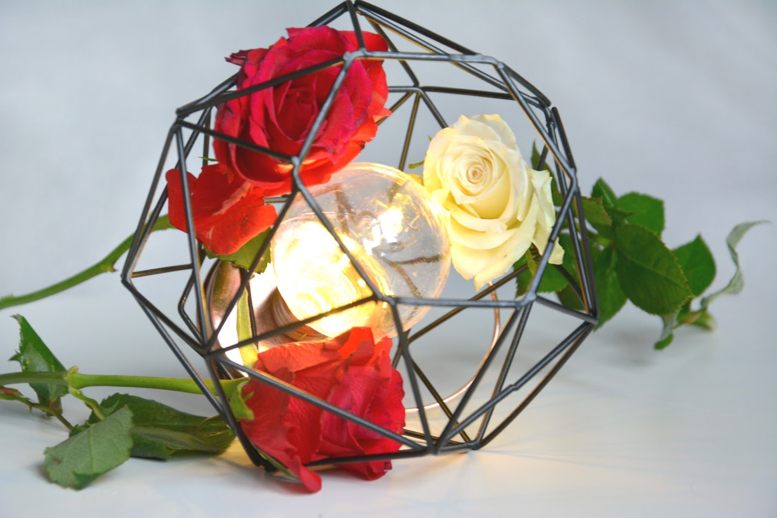 Primark Decorative Lightbulb; Fresh Roses
