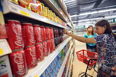Llega al mercado la primera bebida alcohólica de Coca-Cola