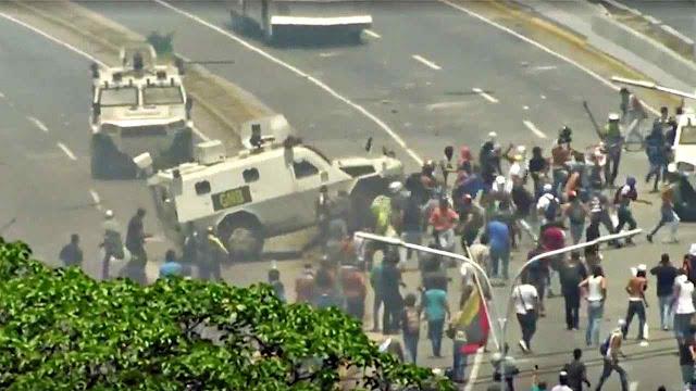 Repressão sanguinária de falido alzamiento. Rússia teria proibido Maduro de sair