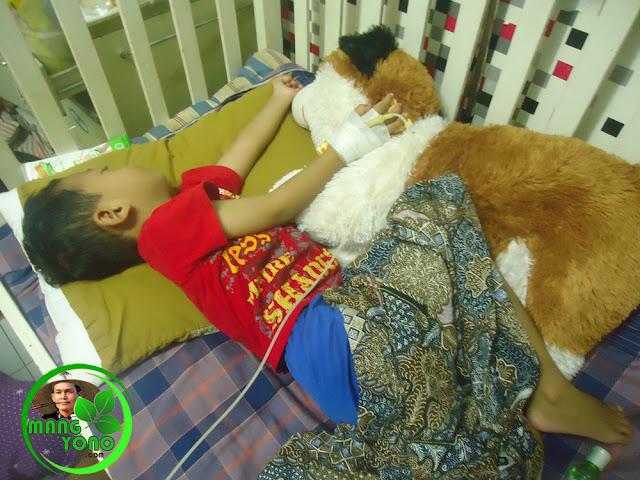 Boneka Kesayangan Gigin. Saat dirawat di Rumah Sakit pun tidurnya bersama boneka kesayangan