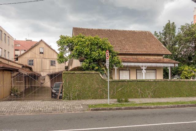 Casa Dalla Stella, uma bela casa de madeira com lambrequins