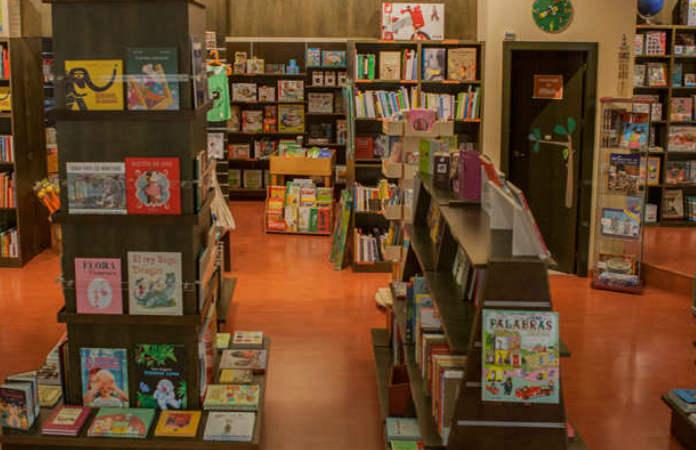 interior de la Librería infantil y juvenil Rayuela Infancia, Las Setas, Sevilla