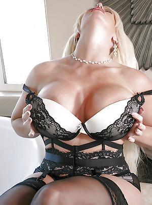 Hot Mom Porn Pics