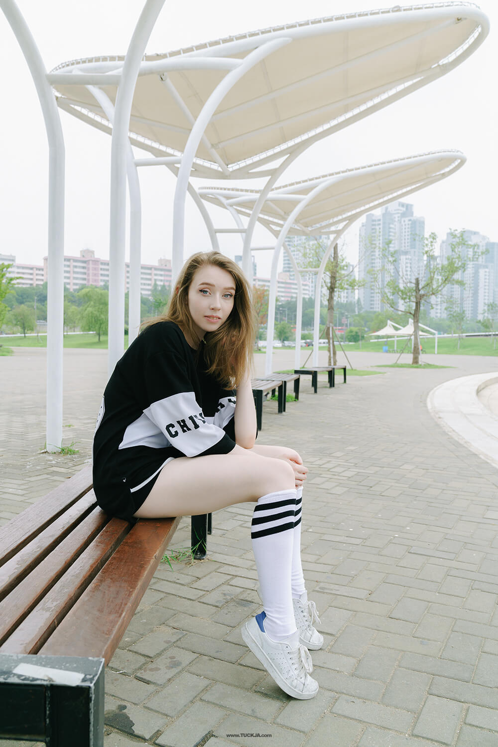 sporty summer look uk korea style fashion blogger