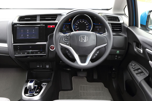 2015 Honda Fit Hybrid interior