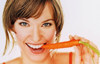 Tôi nghe nói ăn nhiều cà rốt sẽ giúp sáng mắt