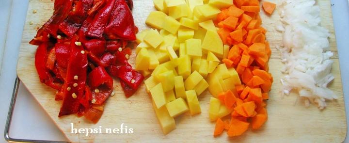 közlenmiş biber çorbası malzemeler