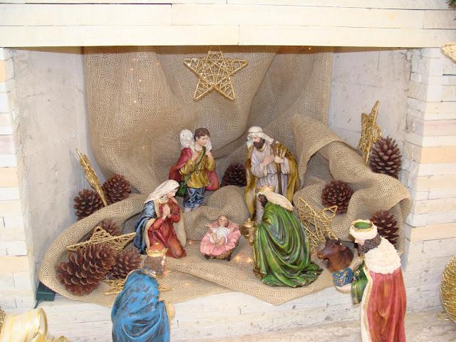 Resultado de imagem para decoração com presépio de natal em lareiras