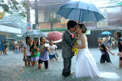 beijo na chuva casal