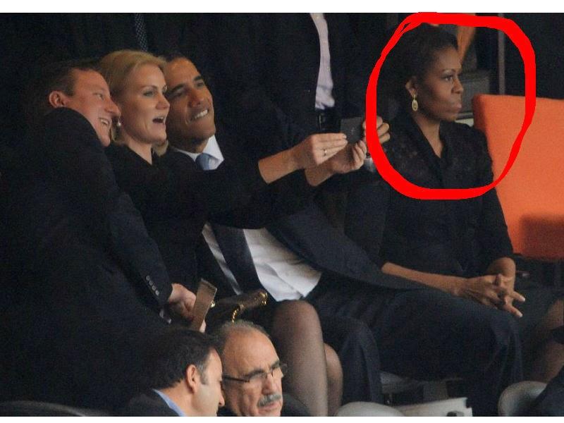 El presidente Barack Obama tomandose una selfie