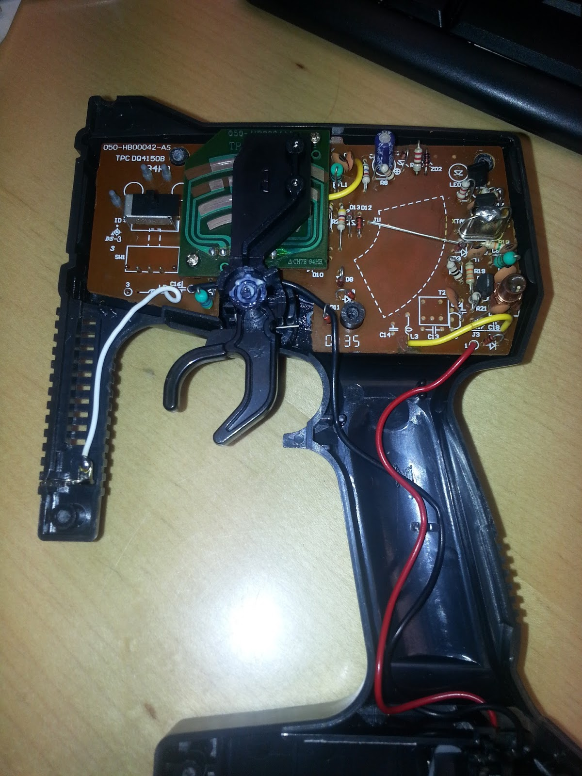 how to open a remote control without screws
