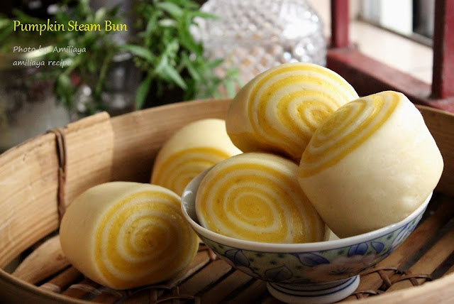 pumpkin steam bun