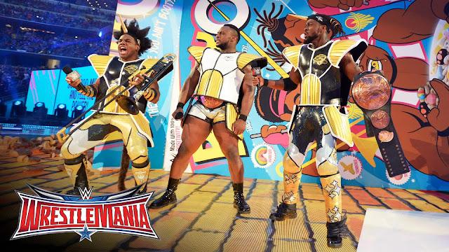 Zespół The New Day ubrany w pancerz z Dragon Ball Z podczas WrestleManii