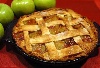 Pie de manzana realizado con masa de hojaldre, un postre muy popular en los Estados Unidos
