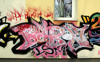 http://fotobabij.blogspot.com/2016/01/graffiti-na-tapete-zdjecia.html