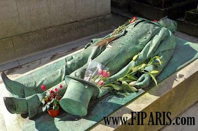 مقبرة بير لاشيز Père Lachaise Cemetery  أكبر مقبرة في باريس