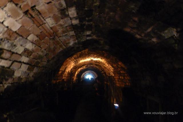 Cave subterrânea da vinícola Peterlongo, em Garibaldi