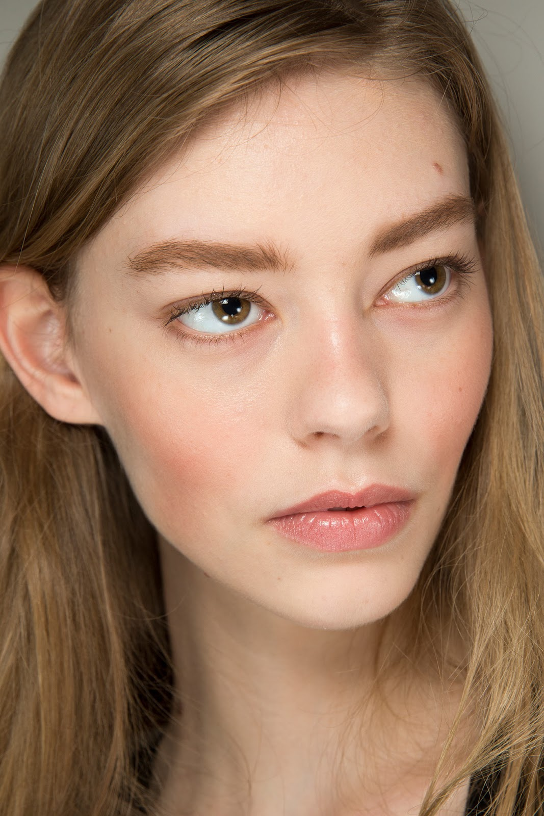 Fall 2015 Makeup Trend: Less Is More - Beauty Tips - Candy ...