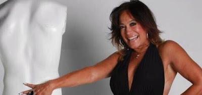 Susana Vieira surgiu ousada nas redes sociais ao posar de maiô na noite desta segunda-feira (13)