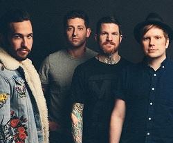 Fall Out Boy lança clipe de Champion