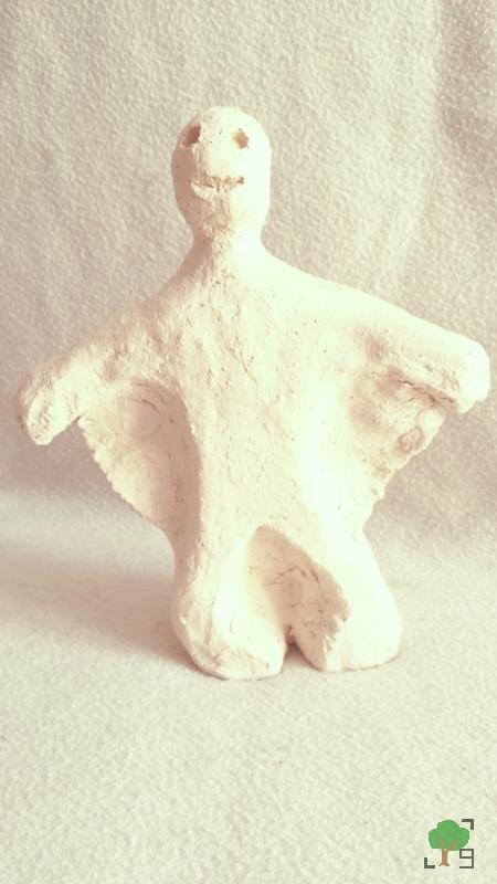 wypalona glina, rzeźba, zajęcia plastyczne, dziwna istota, potworek
