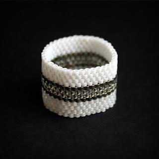 стильные широкие молодежные кольца для девушек купить авторское украшение из бисера