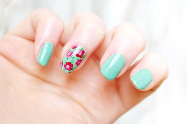como decorar uñas para ir a la playa