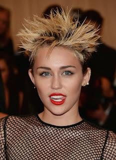 Miley Cyrus estilo punk