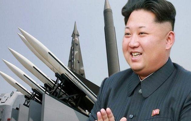 Μυστήριο γύρω από το νέο όπλο «τεχνολογίας αιχμής» που επέβλεψε ο Κιμ Γιονγκ Ουν