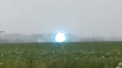 Una extraña esfera luminosa es captada levitando en la ciudad rusa de Novosibirsk