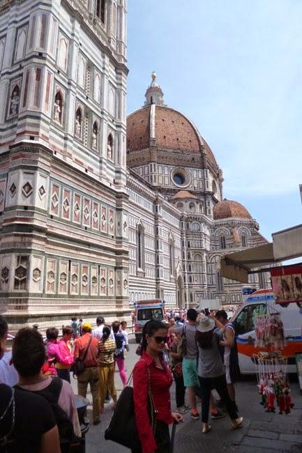 P1070350 - Vale a pena pegar uma guia que fale português em Florença?