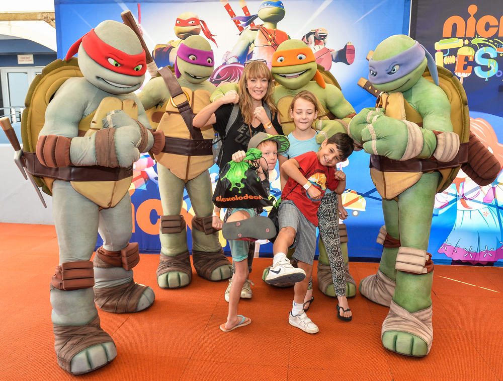 NickALive!: Families And Celebrities Have Slime-Tastic Time