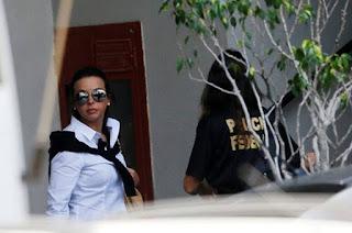 http://vnoticia.com.br/noticia/2260-stf-concede-prisao-domiciliar-a-adriana-ancelmo-ex-primeira-dama-do-rio-ja-esta-em-casa