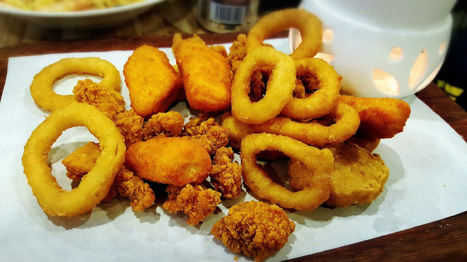 Food review eighteen chefs singapore - In The Platter Are All My Favourite I M A Fried Food Person Calamari And Onion Rings Pop Corn Chicken And Chicken Chunks And Fish Nuggets