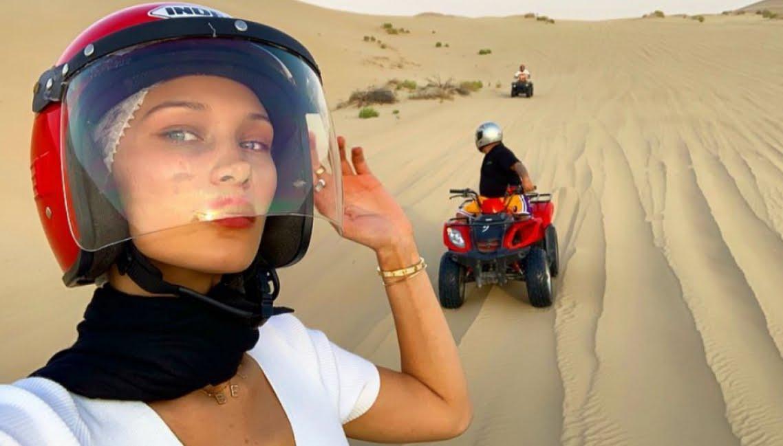 Foto Bella Hadid e The Weeknd vivono il loro amore mille all'ora negli Emirati Arabi Uniti.